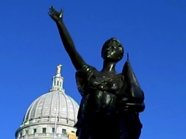 14-forward statue_0001